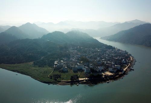新安江山水画廊(据新华社)