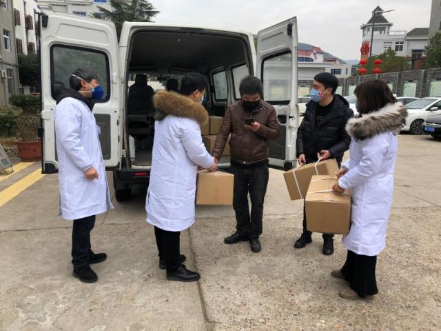 全球口罩荒!施瓦辛格捐出5万个口罩给前线医护